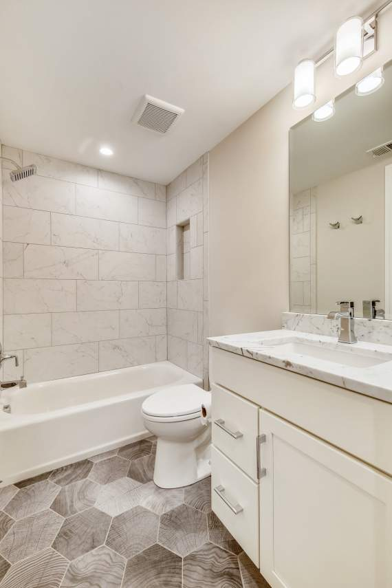 Lower-Level-Bath-_MG_1097